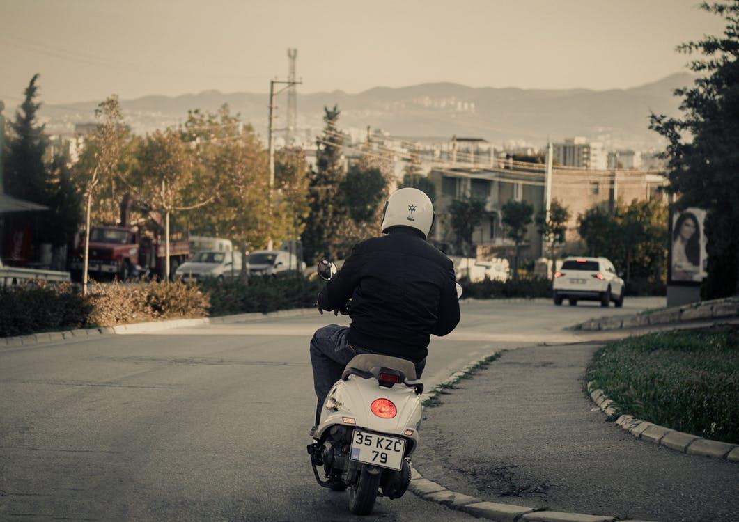 Non, un scooter électrique n'est pas plus dangereux qu'un vélo